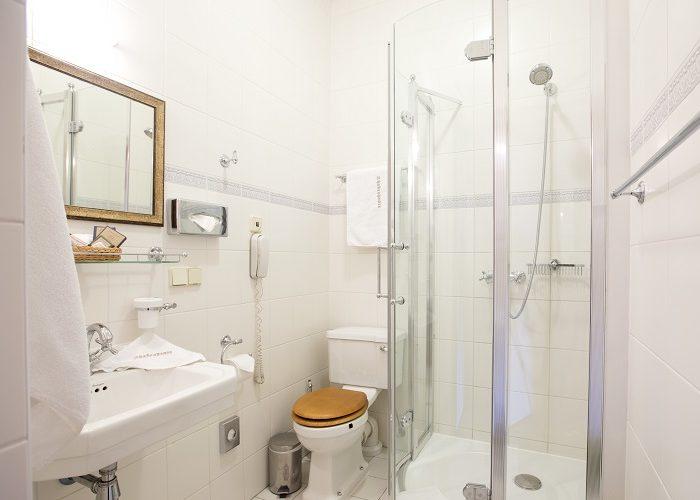 Rousseau_bathroom_2