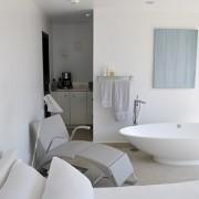 Victoria_and_Albert-Case_Study_BedroomMeetsBathroom_Napoli
