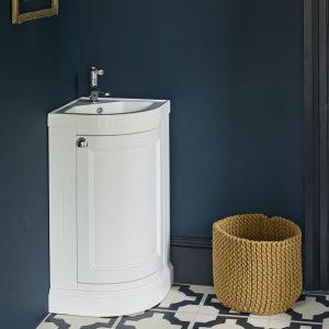 Kampinis vonios baldas Burlington