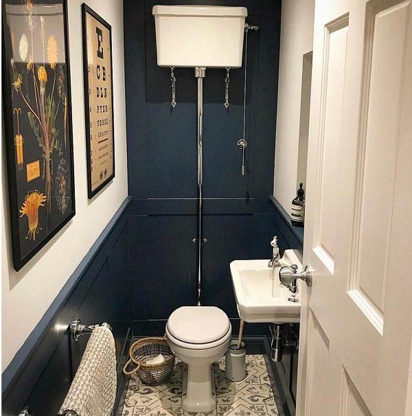 Retro tualetas su pakabinamu bakeliu