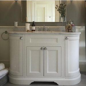 Vonios baldas su durėlėmis Burlington 134cm (Baltas)